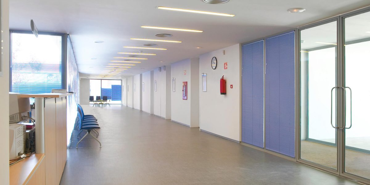 public-building-waiting-area-hospital-interior-det-QE3UBSF